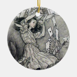 Alicia en tarjetas del país de las maravillas de adorno navideño redondo de cerámica