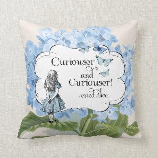 Alicia en una almohada más curiosa del Hydrangea d
