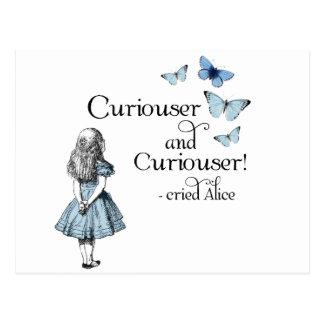 Alicia en una postal más curiosa de la mariposa de