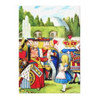 Alicia encuentra a la reina de corazones en el paí lienzo envuelto para galerías