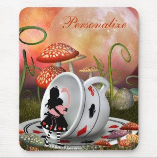 Alicia, flamenco y taza de té surrealistas mousepad