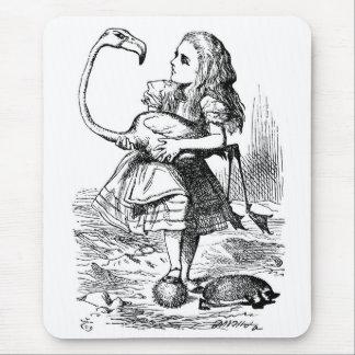 Alicia que intenta jugar croquet con un flamenco alfombrilla de ratones