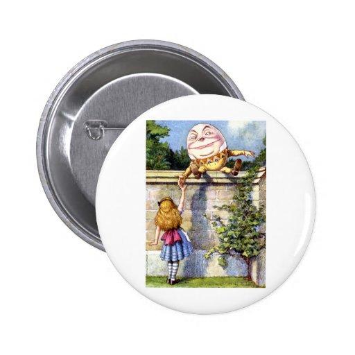 Alicia resuelve Humpty Dumpty en el país de las ma Pin Redondo De 2 Pulgadas