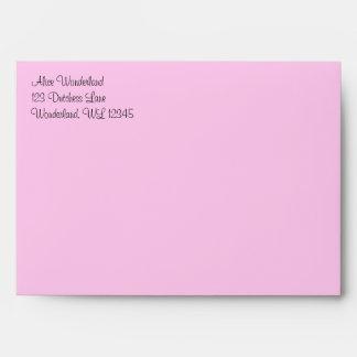 Alicia rosada en sobre del país de las maravillas