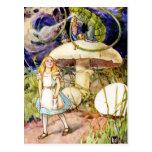 Alicia y Caterpillar en el país de las maravillas Tarjeta Postal