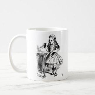 Alicia y el conejo taza de café