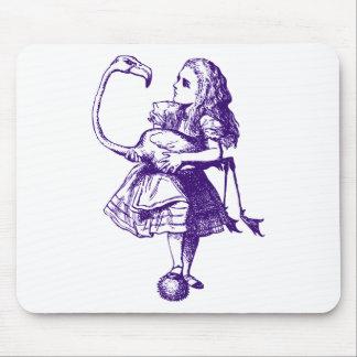 Alicia y el flamenco entintaron púrpura tapetes de raton