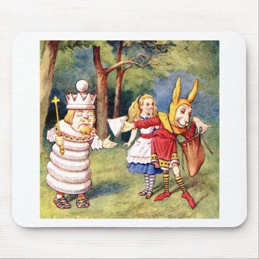 Alicia y el rey blanco en el país de las maravilla alfombrillas de ratones