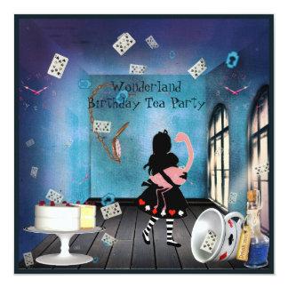 Alicia y fiesta de cumpleaños rosada del país de invitación 13,3 cm x 13,3cm