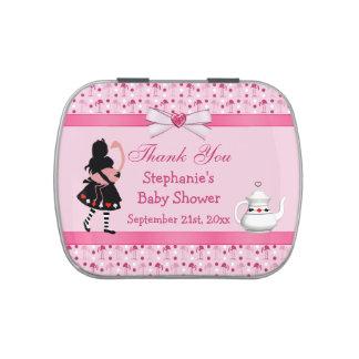 Alicia y la fiesta de bienvenida al bebé rosada de latas de caramelos