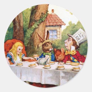 Alicia y la fiesta del té del sombrerero enojado pegatina redonda