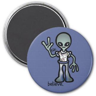 alien attraction. 3 inch round magnet