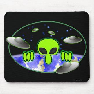 Alien Kilroy Mousepad