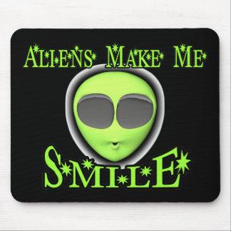 Aliens Make Me Smile Mousepad