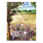 Aliens picknick make en crop circle - Postcard Postales