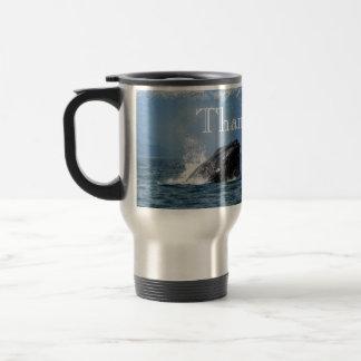 Alimentación de la ballena jorobada taza de viaje
