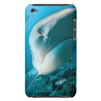 Alimentación del tiburón del tiburón de tigre (Gal Barely There iPod Cárcasa