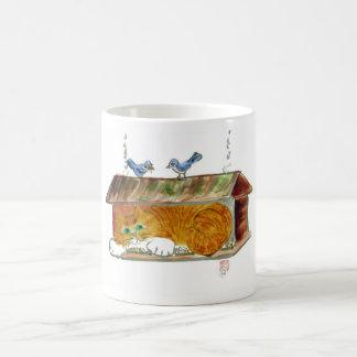 Alimentador del pájaro y gato de tigre del naranja taza de café