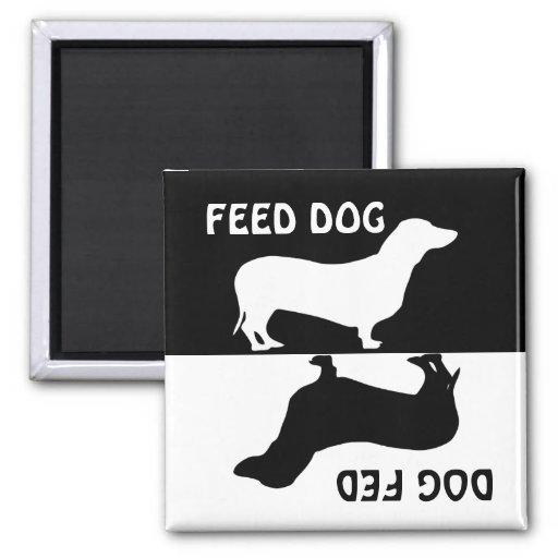 Alimente el perro, perro alimentado, imán del refr
