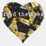 Alimente las abejas pegatina en forma de corazón
