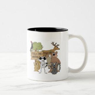 Alimente los animales tazas de café