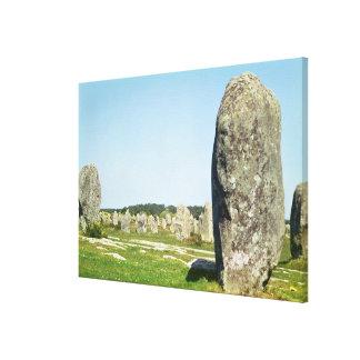 Alineación de piedras derechas, megalítica lona envuelta para galerias