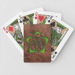 Alise la flor céltica esmaltada en el cuero cartas de juego