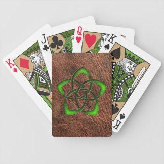 Alise la flor céltica esmaltada en el cuero baraja de cartas bicycle