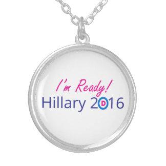 Aliste para el collar de Hillary