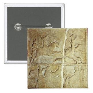 Alivio de Stela que representa una caza del jabalí Pin Cuadrada 5 Cm
