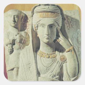 Alivio funerario con una figura femenina pegatina cuadradas personalizadas