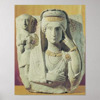 Alivio funerario con una figura femenina póster