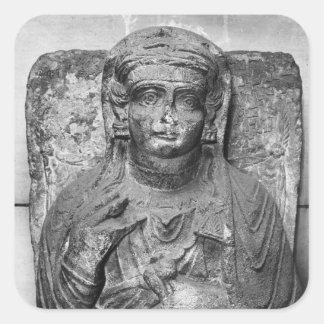 Alivio funerario de una figura femenina, de pegatina cuadrada
