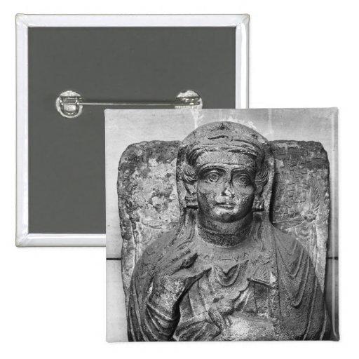 Alivio funerario de una figura femenina, de pin cuadrado