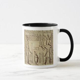 Alivio que representa a un pharaoh taza