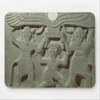 Alivio que representa Gilgamesh entre dos Alfombrillas De Ratón