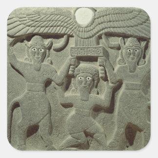 Alivio que representa Gilgamesh entre dos Pegatina Cuadrada