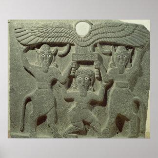 Alivio que representa Gilgamesh entre dos Póster
