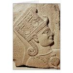 Alivio que representa la cabeza de un príncipe jov felicitaciones