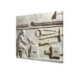 Alivio que representa la tienda y las herramientas impresion de lienzo