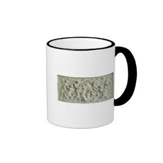 Alivio que representa los nereids llevados por los taza de café