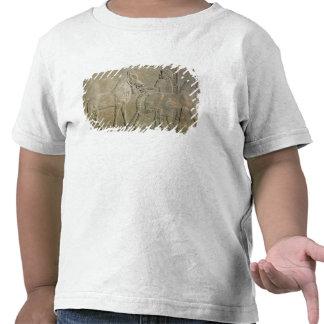 Alivio que representa los tributarios de Sargon II Camisetas