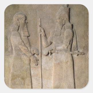 Alivio que representa Sargon II y a un vizier Calcomanía Cuadradas Personalizada