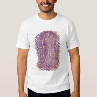 Alivio que representa una alegoría de la música camisas