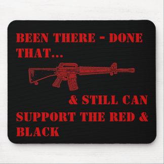 Allí hecho que, rojo y negro - cojín de ratón M-16 Tapetes De Ratones