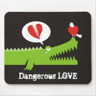 Alligator in Love Mouse Pad