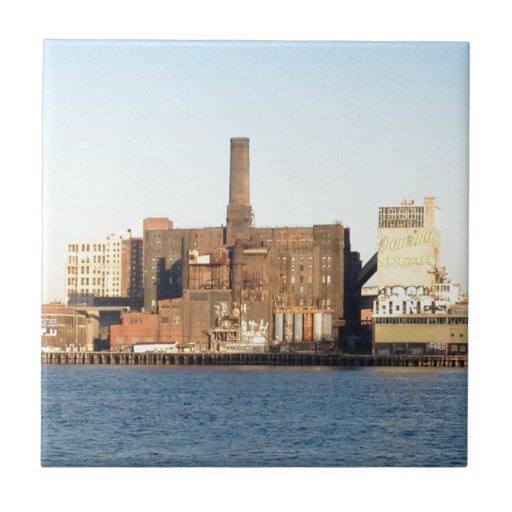 Almacenes de Brooklyn a través del East River Azulejo Cuadrado Pequeño