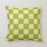 Almohada a cuadros verde y amarilla
