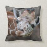 Almohada adorable de la jirafa