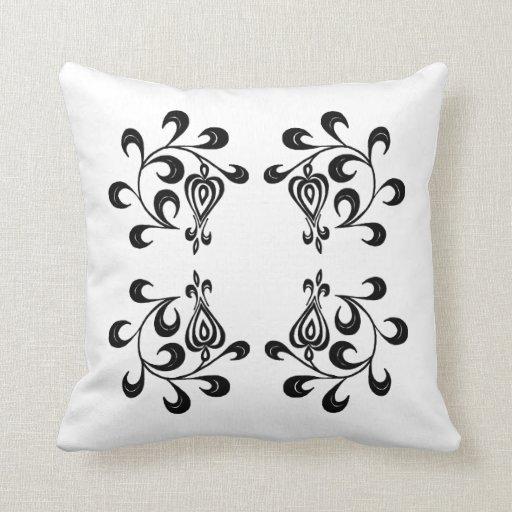 Almohada adornada blanco y negro floral elegante